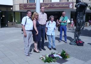 Einweihung Bronzeplatte Ingeborg Hunzinger
