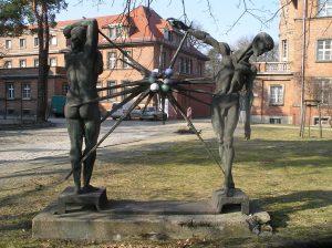 Mensch und Strahlung. Bronze, 1969